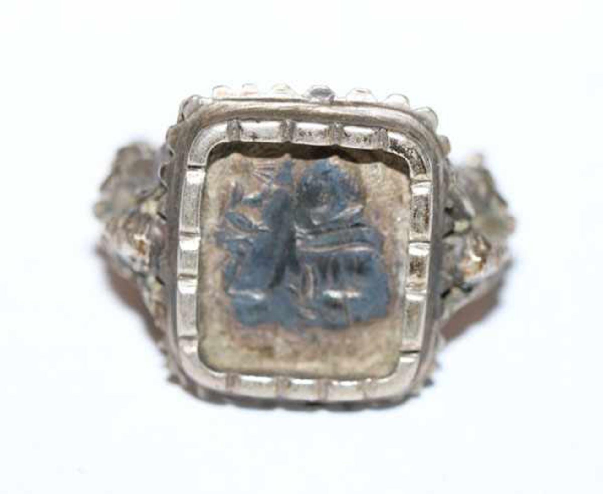 Los 21 - Antoni Ring, reliefierter Heiliger Antonius und Ringschiene, Silber, Gr. 61, Tragespuren