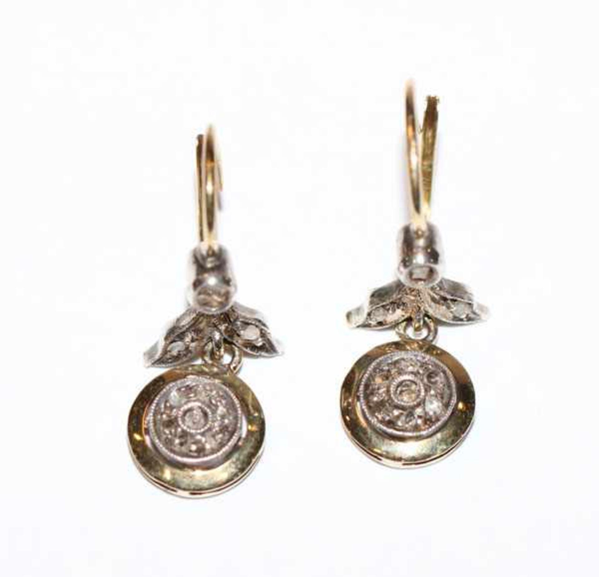 Paar 14 k Gelbgold Ohrhänger mit zus. ca. 0,20 ct. Diamanten, schöne Handarbeit, L 2,5 cm