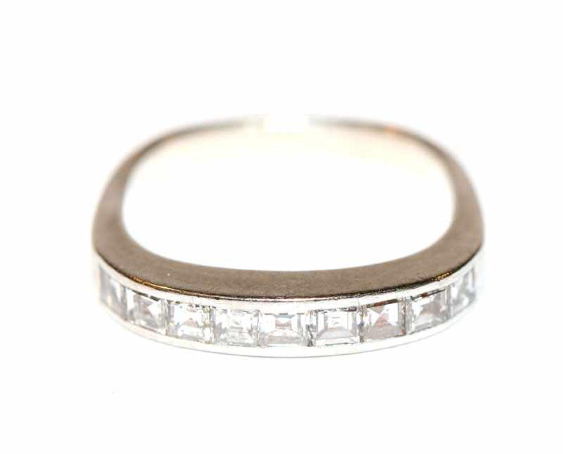Los 36 - 18 k Weißgold Ring mit 9 Baguett-Diamanten, zus. ca. 0,80 ct., Gr. 53