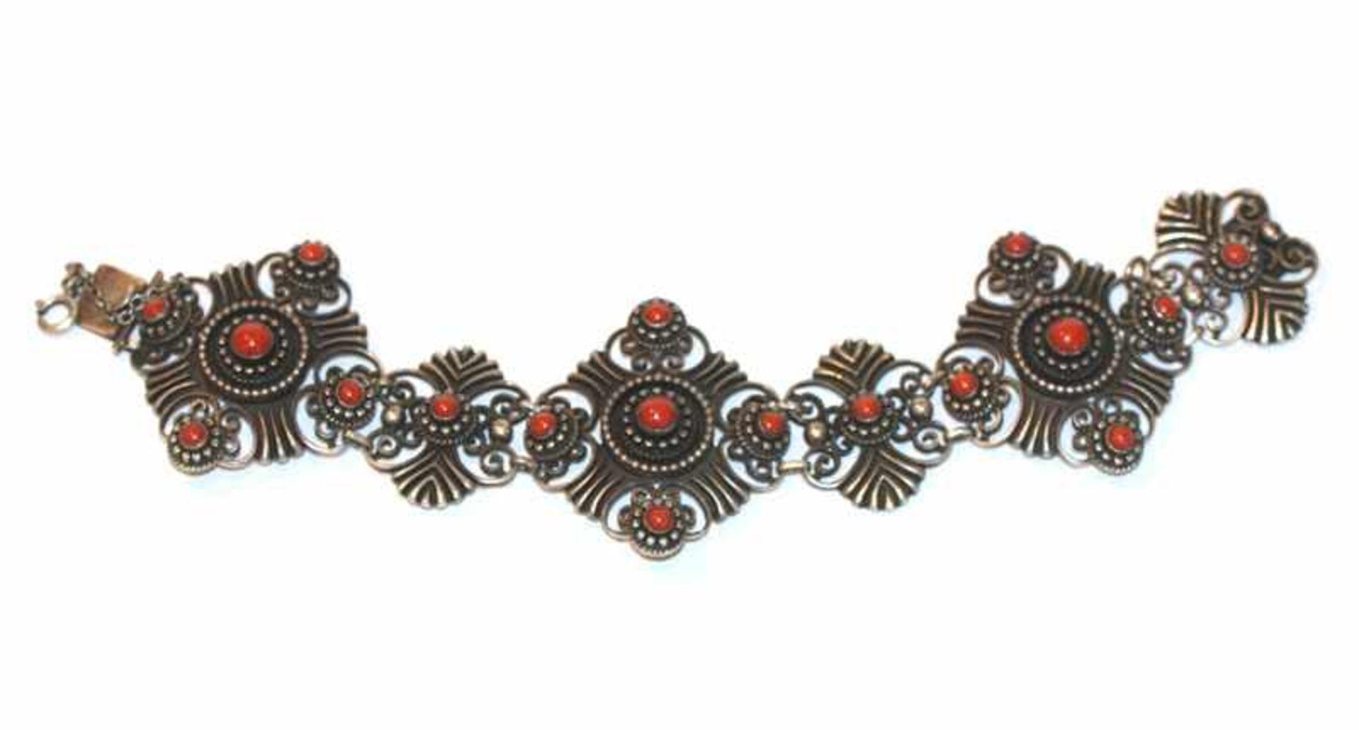 Los 2 - Armband, 835 Silber mit Koralle verziert, L 19 cm