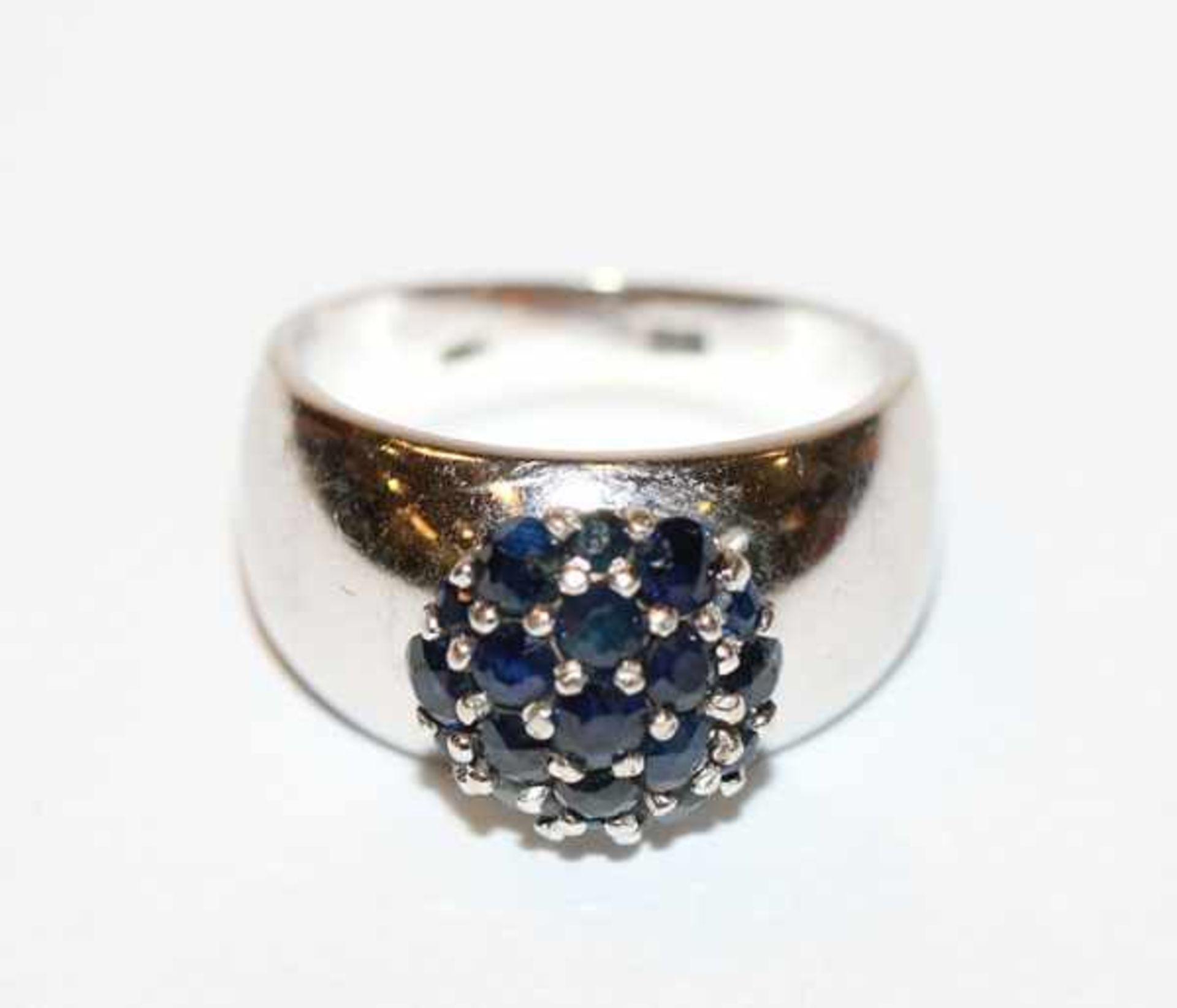 18 k Weißgold Ring mit 19 Safiren, 6,6 gr., Gr. 48