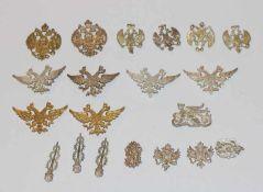 Konvolut von Silber/teils vergoldeten Ornamenten in verschiedenen Dekoren, zus. 50 gr.