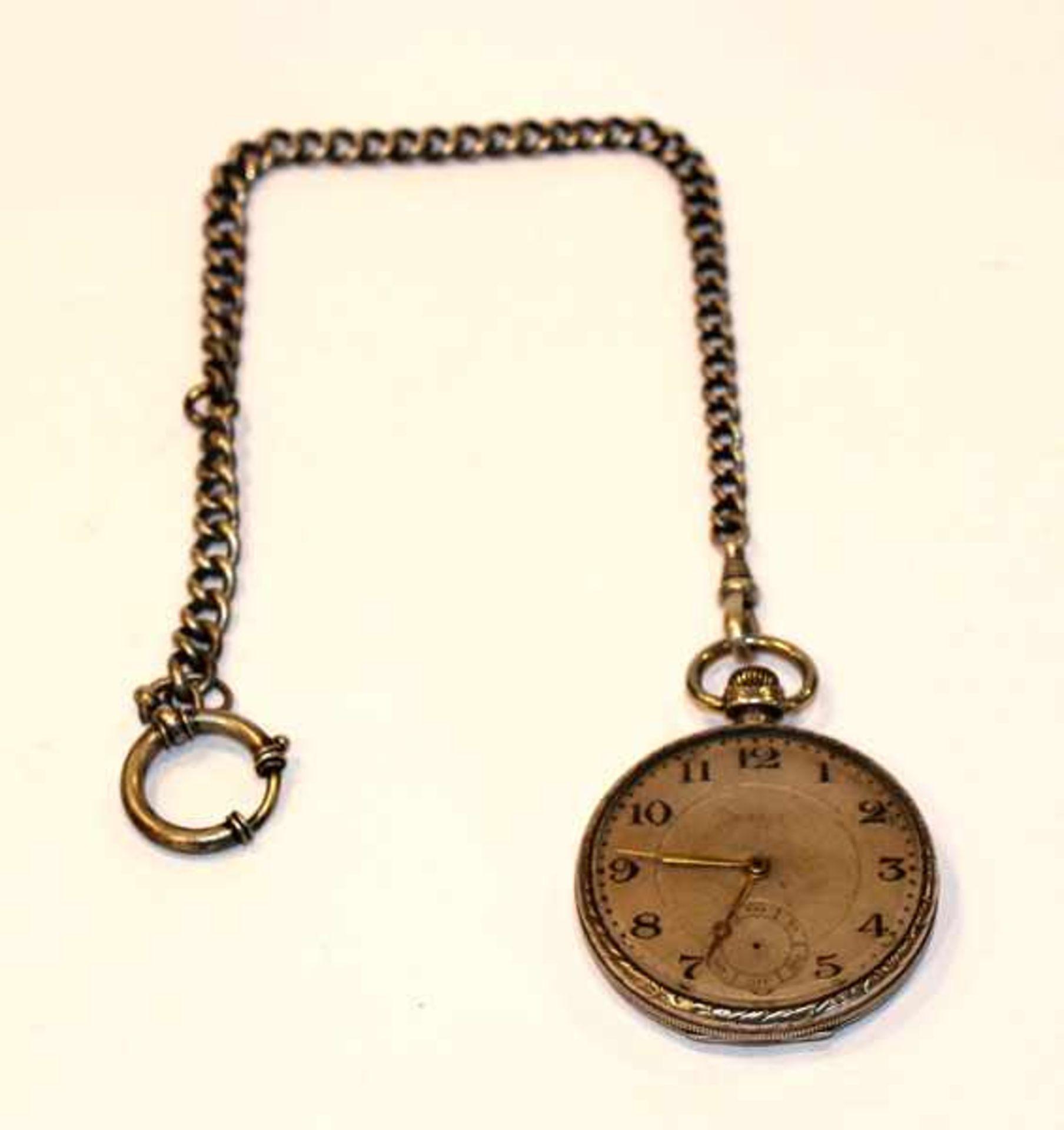 Silber Taschenuhr, intakt, Sekundenzeiger fehlt, D 4,5 cm, an Uhrenkette, 25 cm, getragen