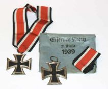 2 Orden EK II mit Band und einem Umschlag