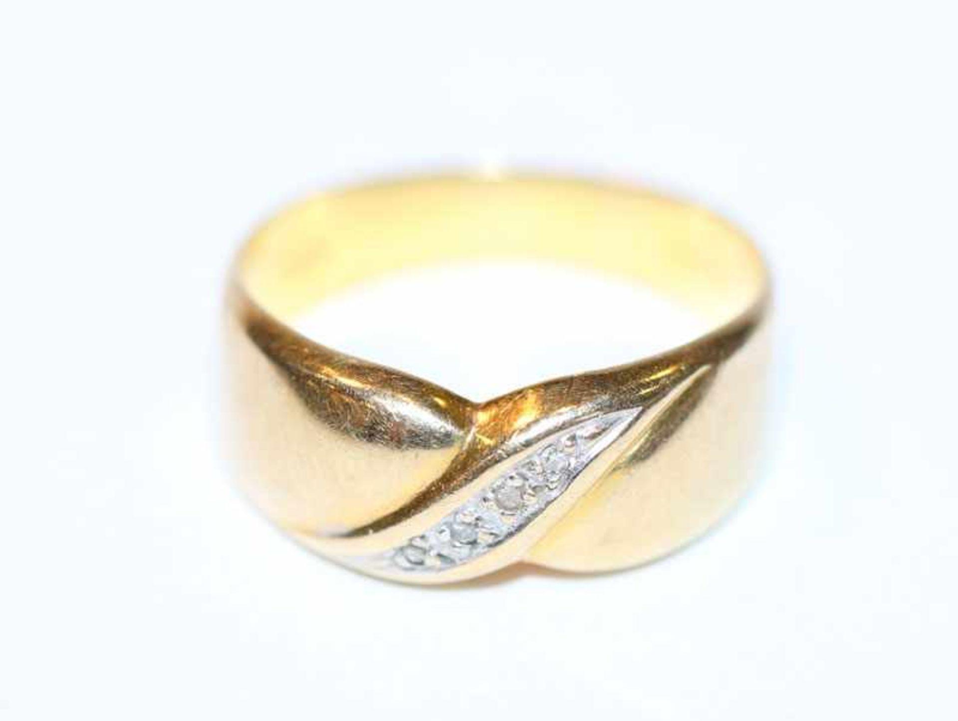 14 k Gelbgold Ring mit 4 in Weißgold gefaßten Diamanten, Gr. 54