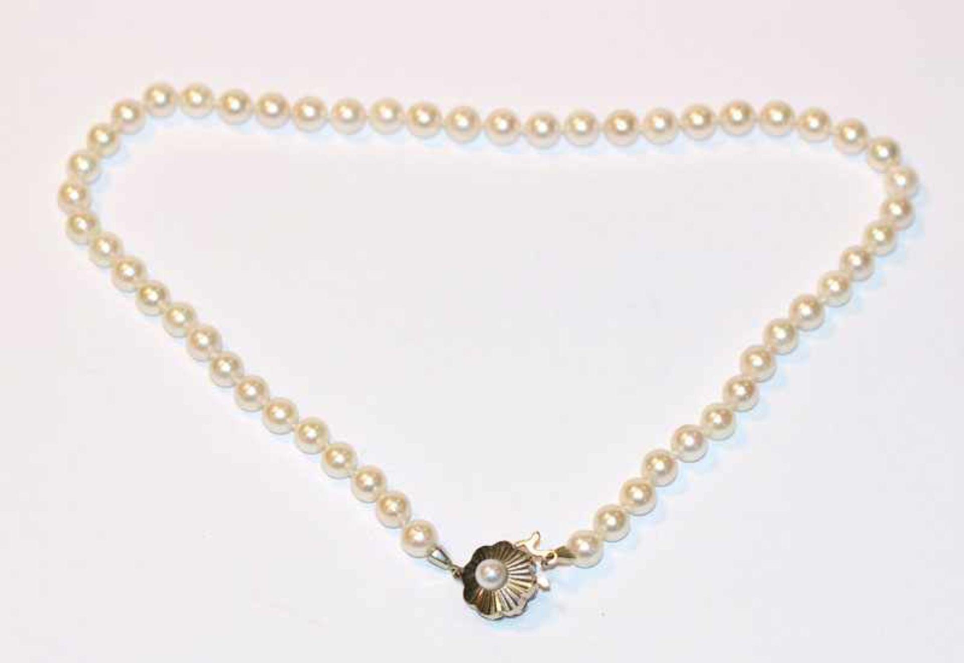 Los 46 - Perlenkette mit 14 k Weißgold Schließe, L 38 cm
