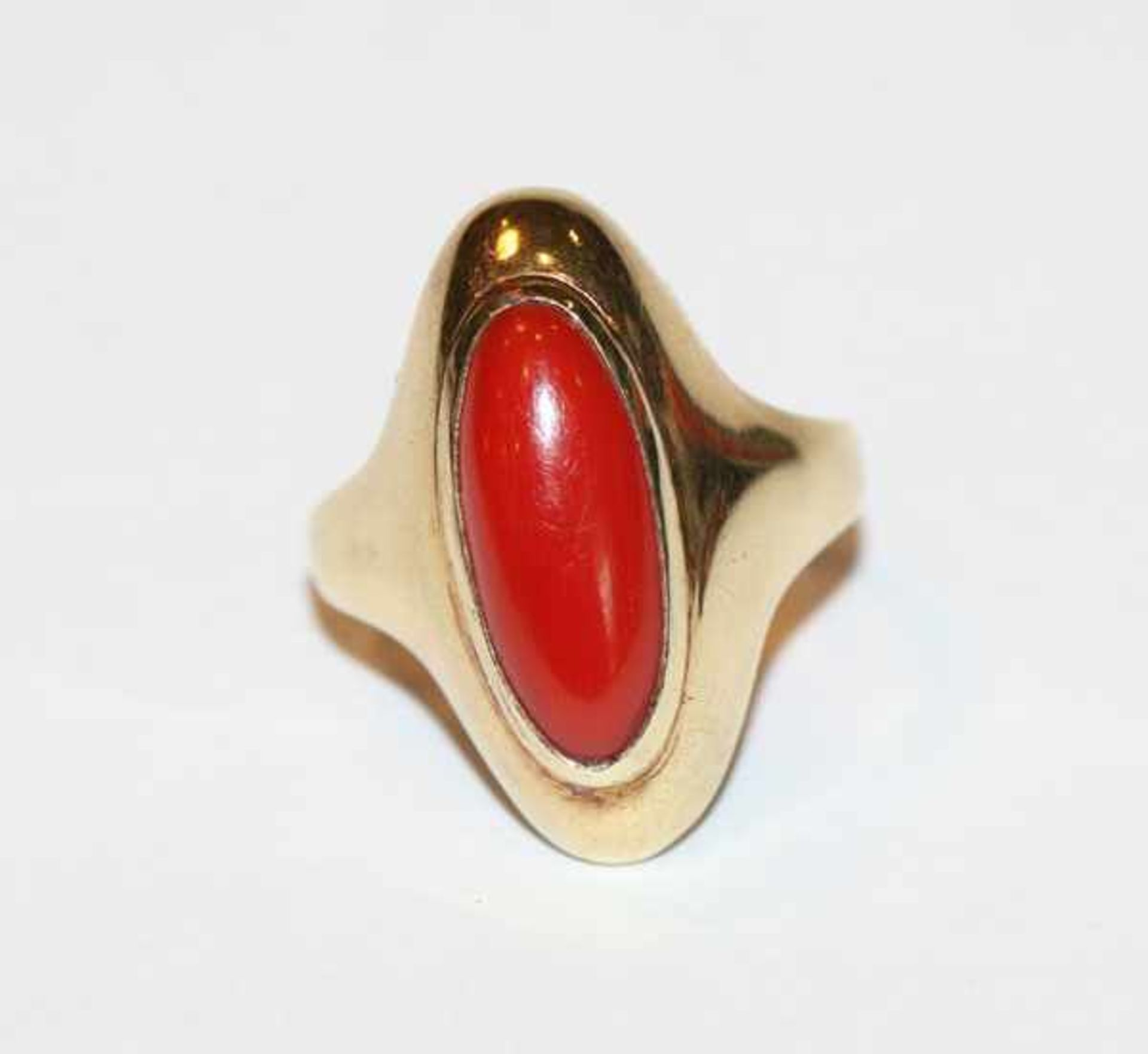 14 k Gelbgold Ring mit Koralle, 4 gr., Gr. 51