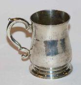 Henkelbecher, Sterlingsilber, London 1771, 184 gr., H 9 cm, D 6 cm, Gebrauchsspuren