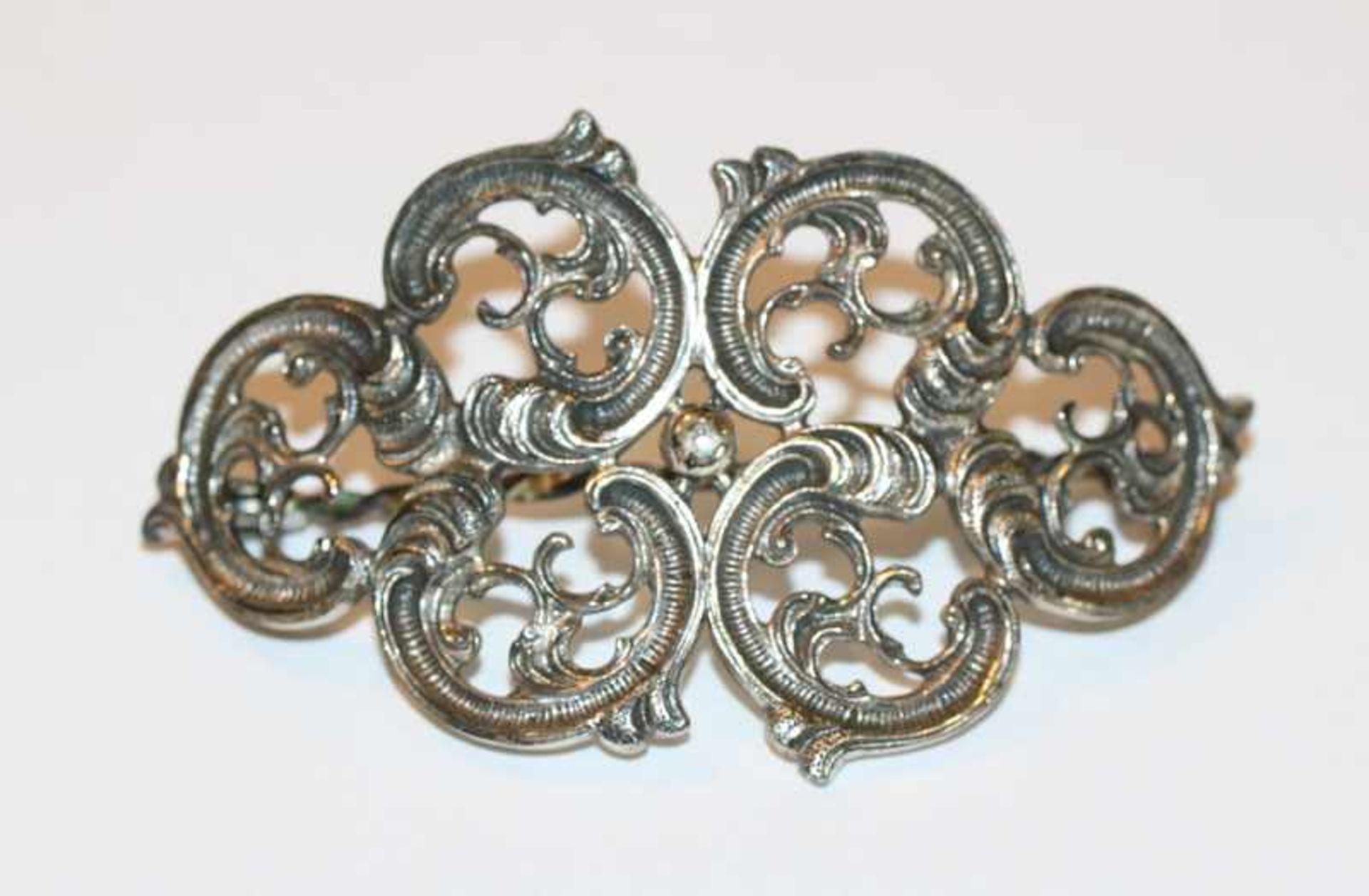 Los 4 - Haarbrosche, 800 Silber, Reliefdekor, H 4,5 cm, B 8 cm