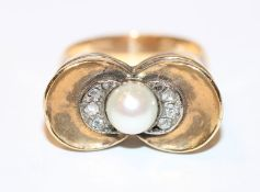 18 k Gelbgold Art Deco Ring mit Perle und 8 in Weißgold gefaßten Diamanten, Gr. 56, 8,2 gr.