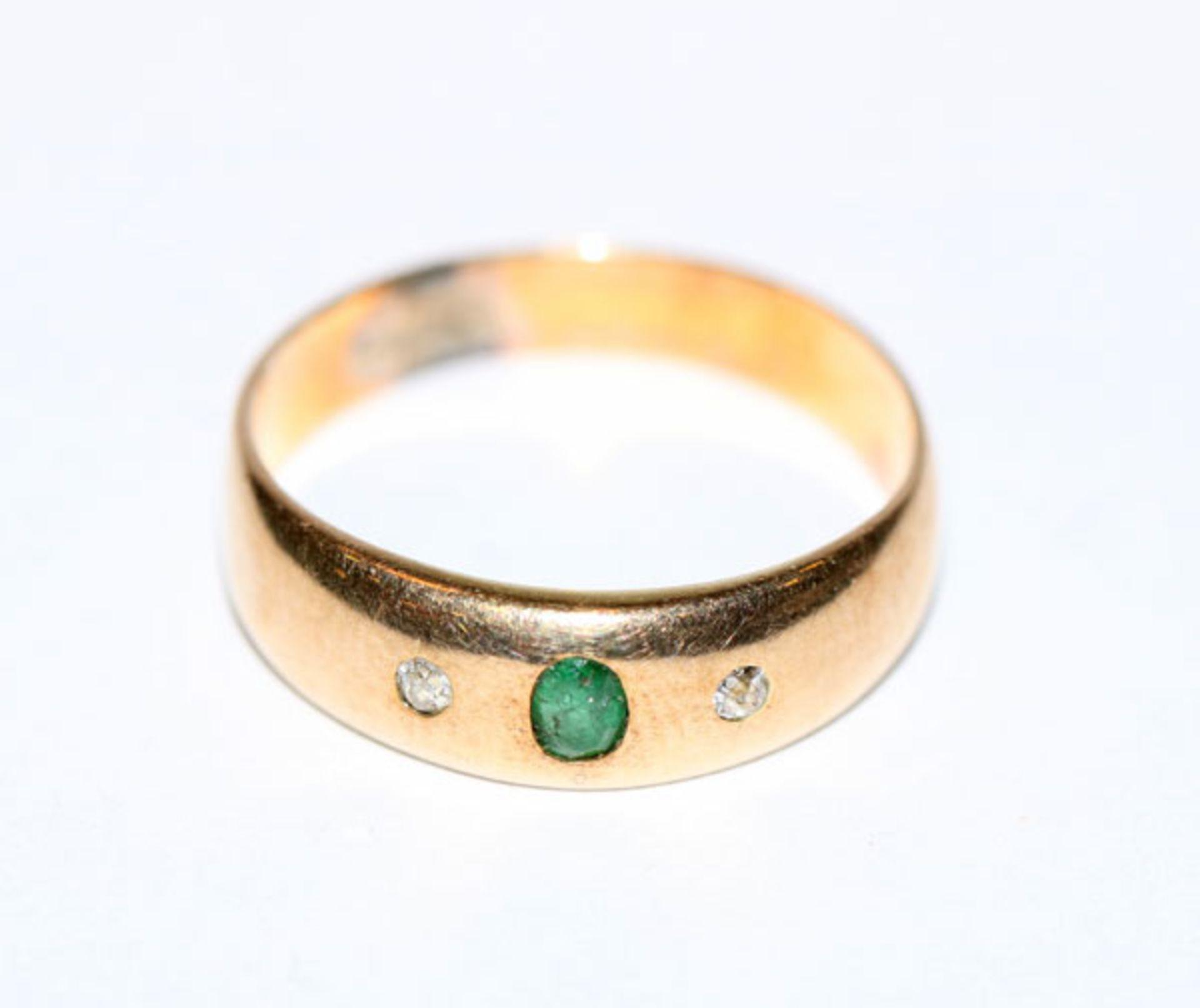 14 k Gelbgold Ring mit Smaragd und 2 Diamanten, Gr. 58