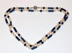 Perlenkette mit Lapislazuli Kugeln und Stäbchen, Silberschließe, L 200 cm