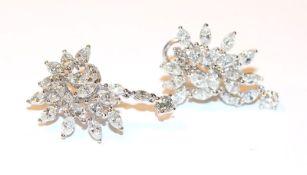 Paar 18 k Weißgold Ohrstecker mit ca. 4,5 ct. Diamanten, meist in Navetteschliff, schöne
