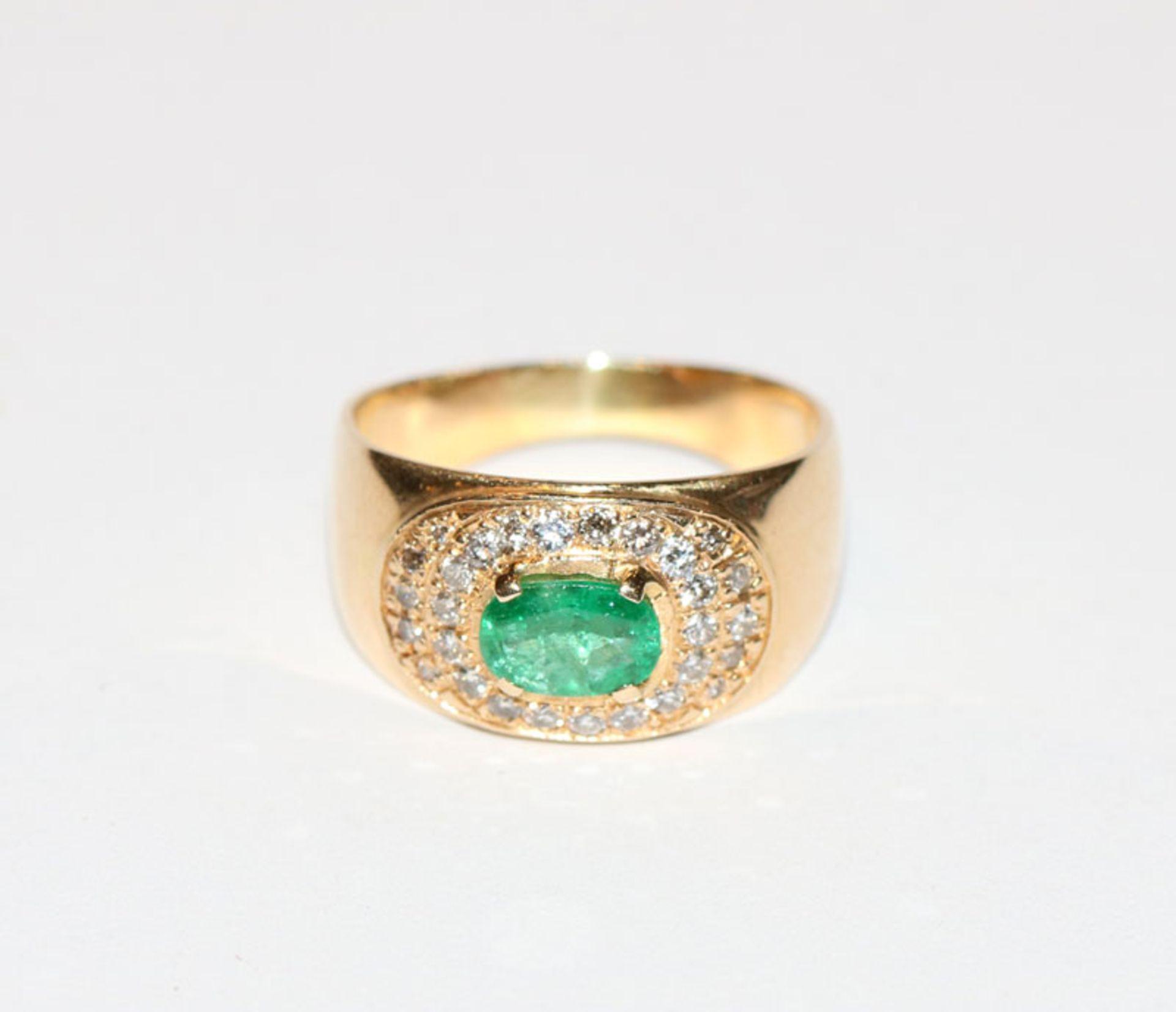 18 k Gelbgold Ring mit Smaragd und Diamantkranz, Gr. 58, schöne Handarbeit