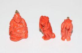 3 Korallen-Anhänger, Buddha, H 3,5 cm, 2 Affen, nichts hören, nichts sehen, H 3 cm, alle schön
