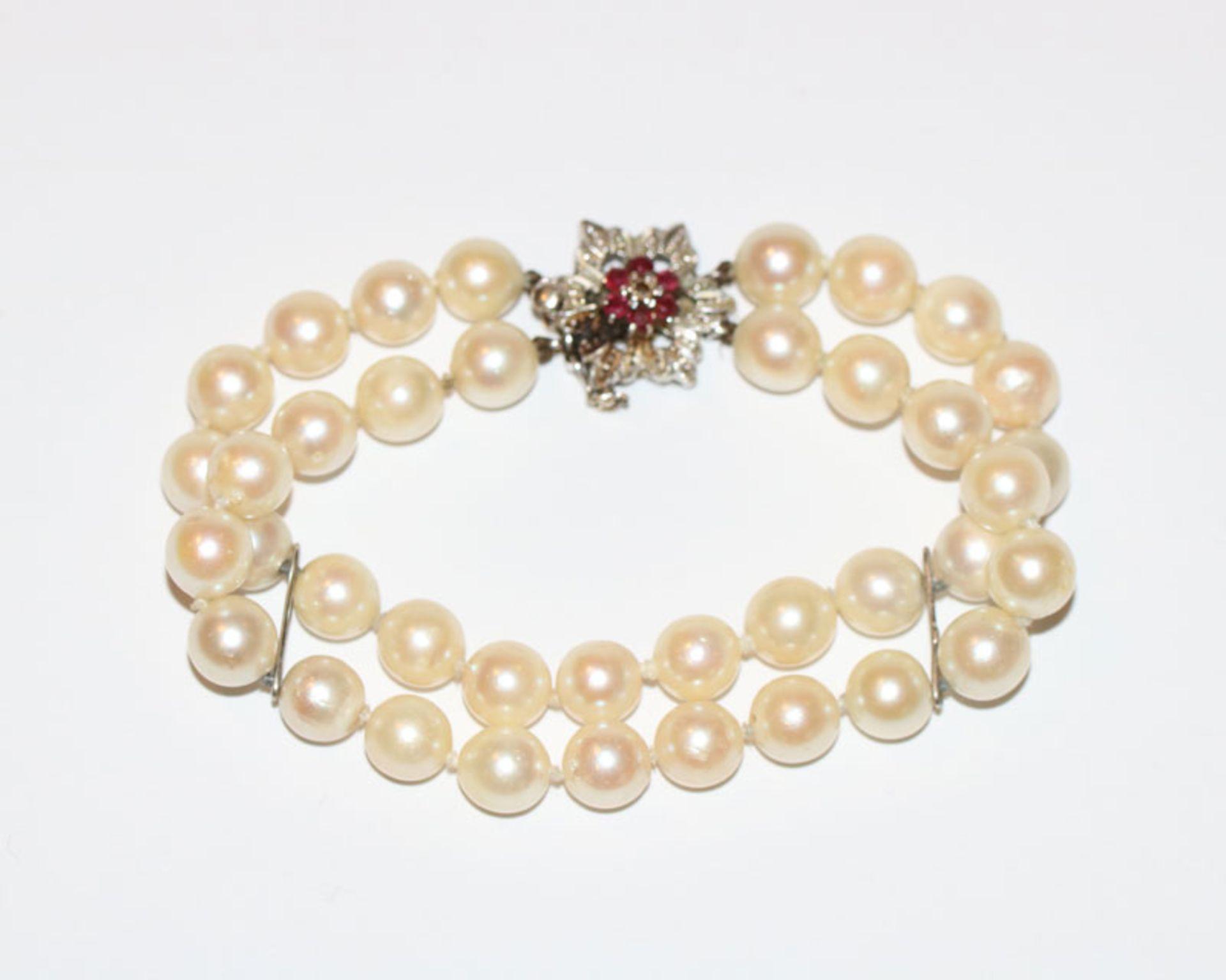 Perlen-Armband, 2-reihig mit 14 k Weißgold (geprüft) Stege und Schließe mit Rubinen, L 18 cm