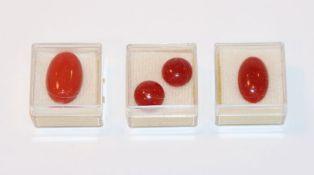 2 ovale und 2 runde Moro Korallen, sehr schöne Farbe, zus. 8,5 gr.
