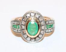 14 k Gelb- und Weißgold Ring mit Smaragden, zus. 0,92 ct., und Diamanten, ca. 0,38 ct., Gr. 54