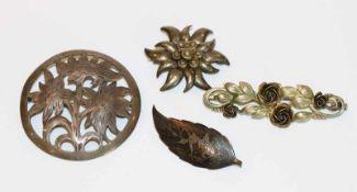 Konvolut von 4 Silber Broschen in Floral- und Figürlichem Dekor
