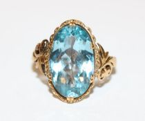 14 k Gelbgold (geprüft) Ring mit Blautopas, Gr. 50, schöne Handarbeit
