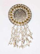 Silber Brosche mit arabischem Dekor und Wappengravur des Sultans von Oman, D 5,7 cm, in
