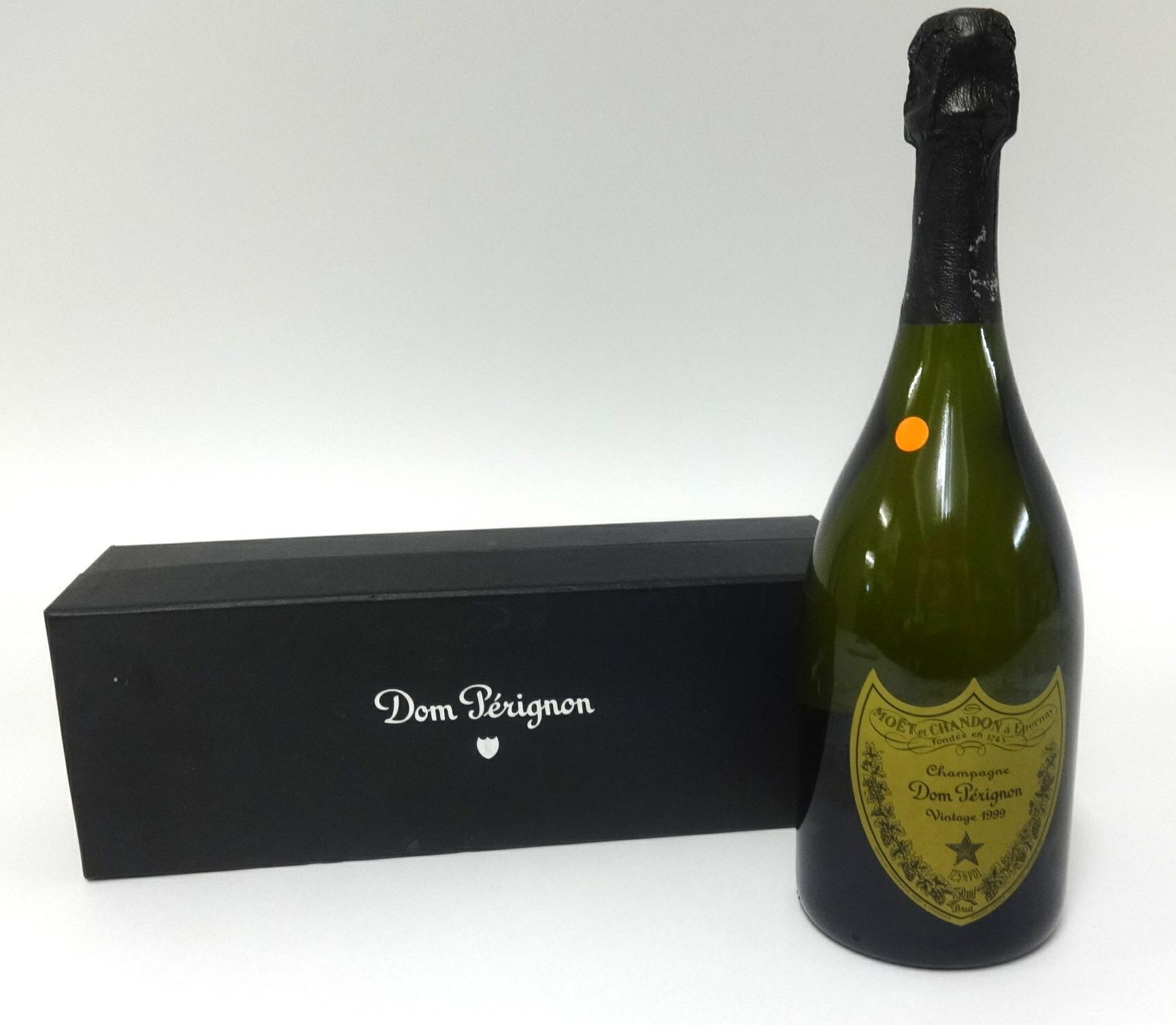 Lot 024 - A vintage 1999 boxed bottle of Dom Perignon.