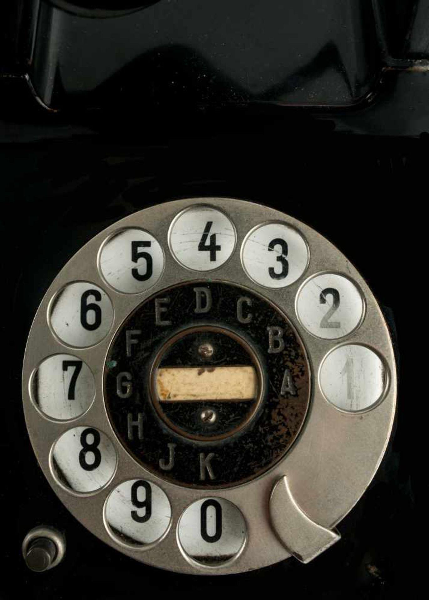 Los 14 - Bauhaus Dessau 'Bauhaus'-Telefon, 1929 H. 13,2 x 11,2 x 15,8 cm; Hörer: L. 24,8 cm. H. Fuld u.