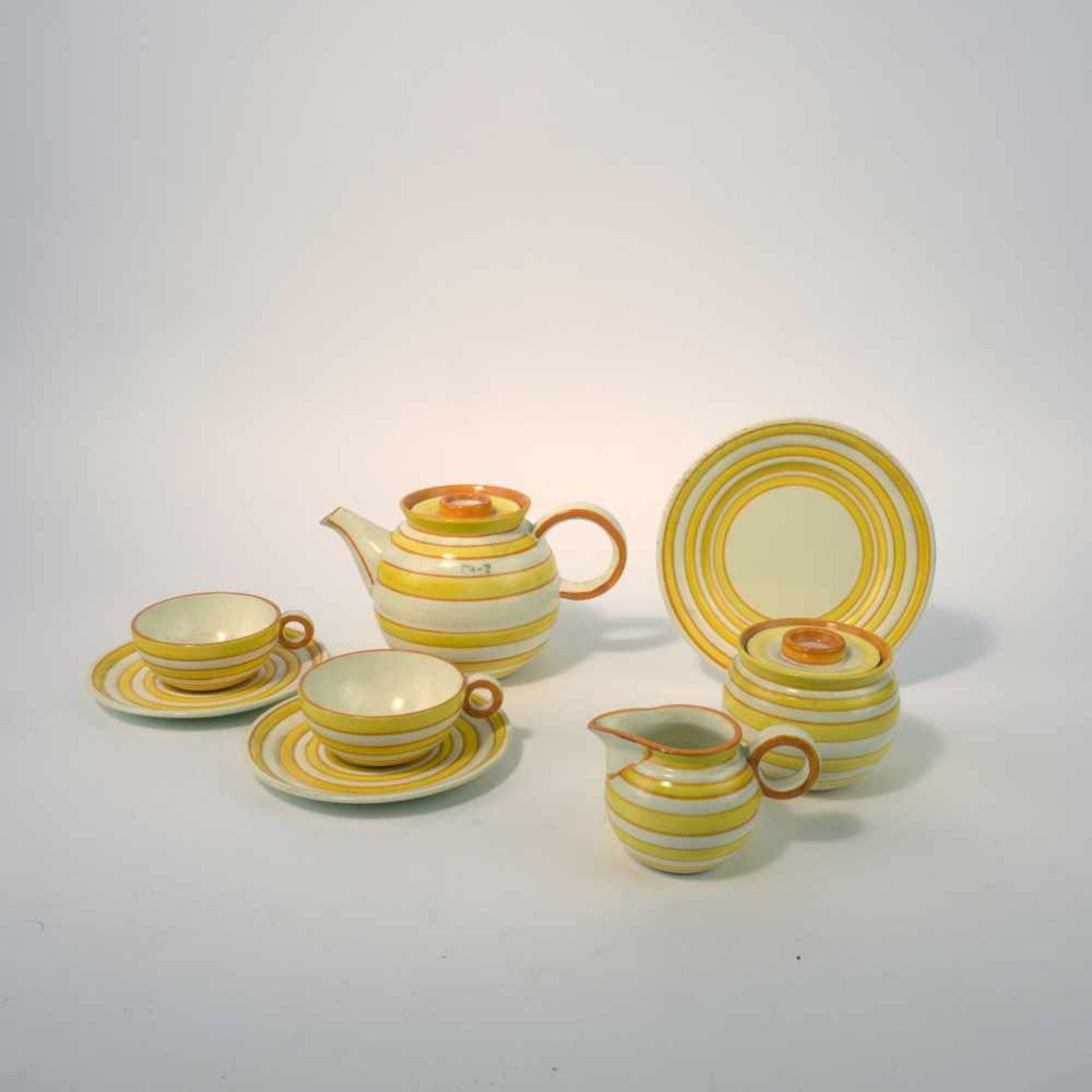 Eva Zeisel-Stricker Teeservice, um 1928 Sechs Teile. Teekanne: H. 12,7 cm; Milchkanne: H. 7,5 cm;