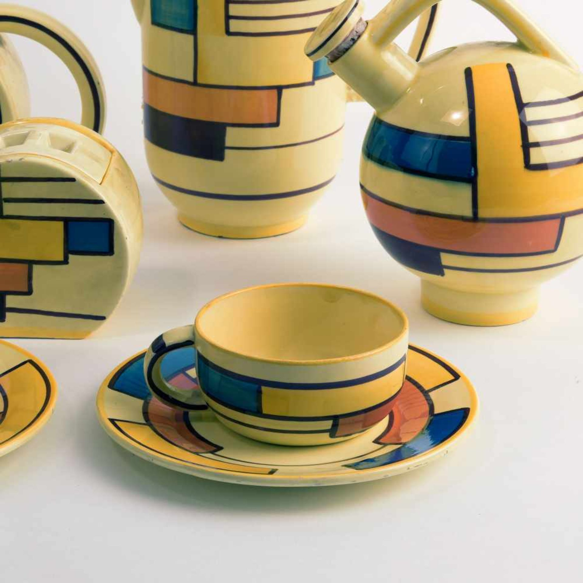 Los 9 - Eva Zeisel-Stricker Kaffee- und Teeservice, um 1928 Neun Teile. Kaffeekanne: H. 21,5 cm; Teekanne,