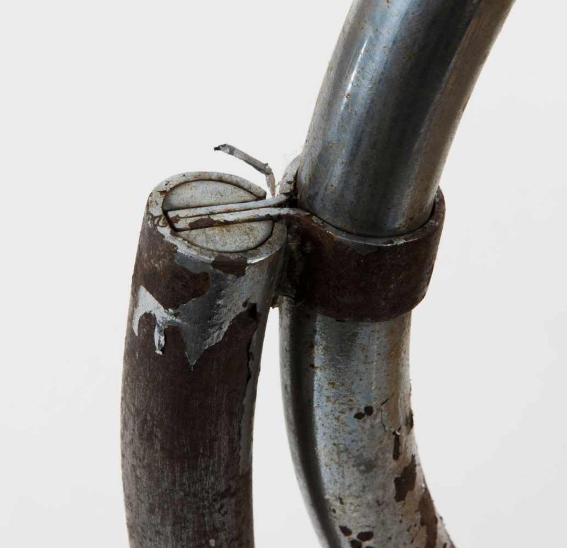 Los 59 - Ludwig Mies van der Rohe Freischwinger 'MR 20', um 1927 H. 82 x 57,5 x 89,5 cm; Rohr-Dm. 2,7 cm (!).