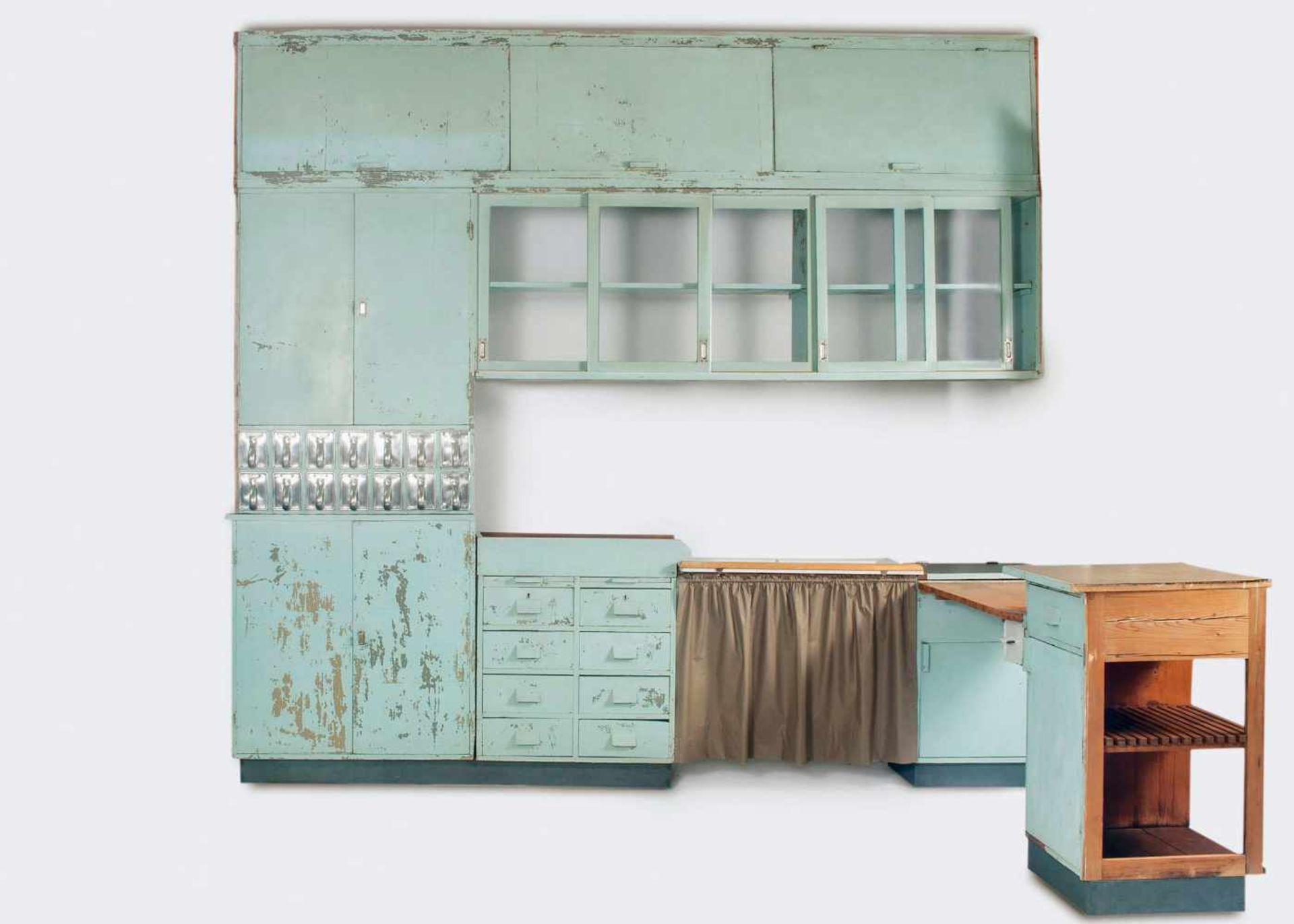 Margarete Schütte-Lihotzky'Frankfurter Küche' aus der Ernst-May Siedlung, Frankfurt Niederrad, - Bild 19 aus 20