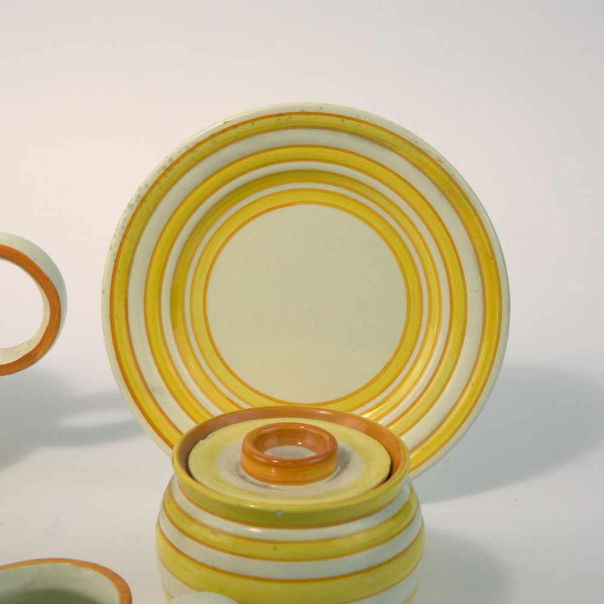 Eva Zeisel-Stricker Teeservice, um 1928 Sechs Teile. Teekanne: H. 12,7 cm; Milchkanne: H. 7,5 cm; - Bild 2 aus 6