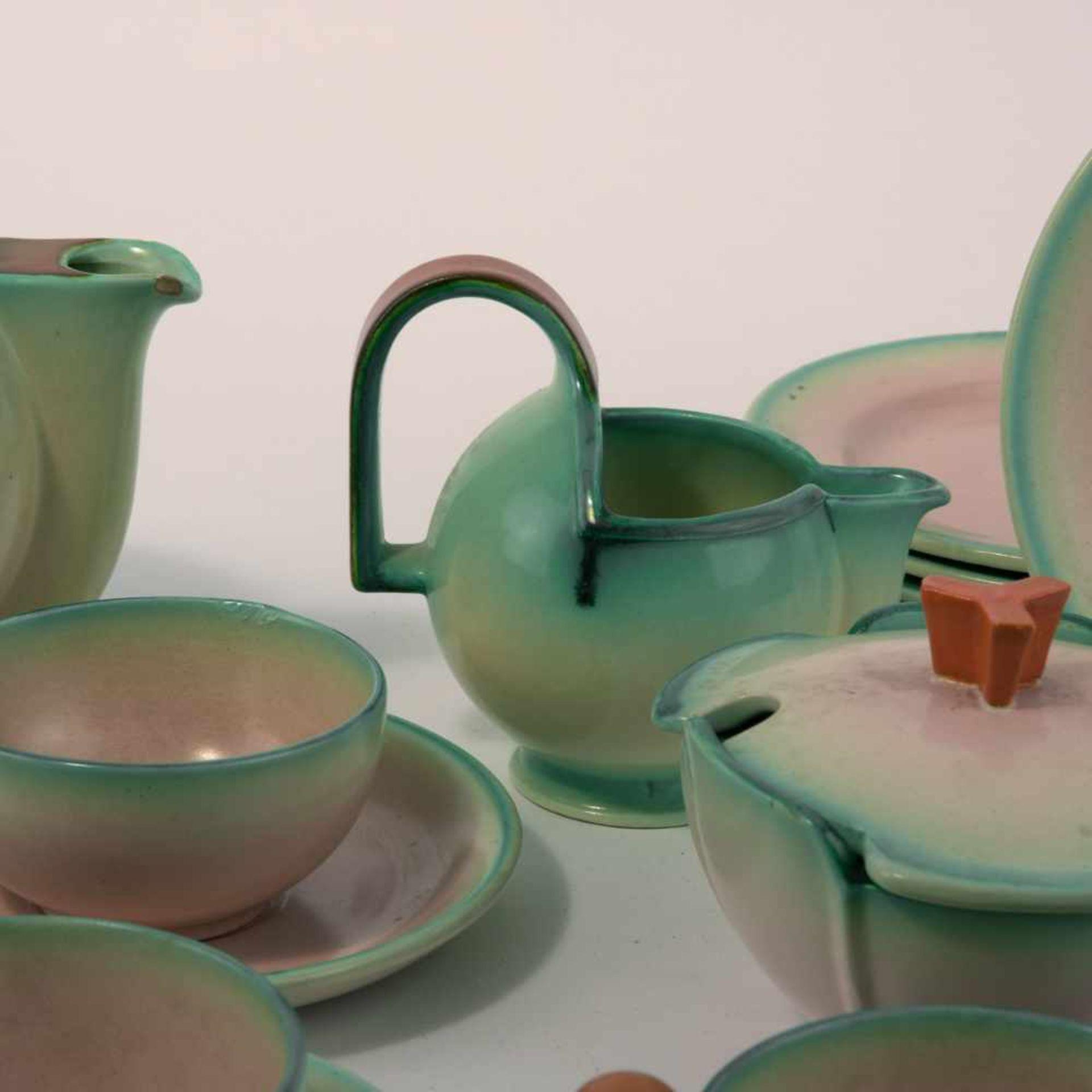 Los 25 - Eva Zeisel-Stricker Teeservice 'Fiuma', um 1928 15 Teile. Teekanne: H. 18 cm; Milchkanne: H. 12,2