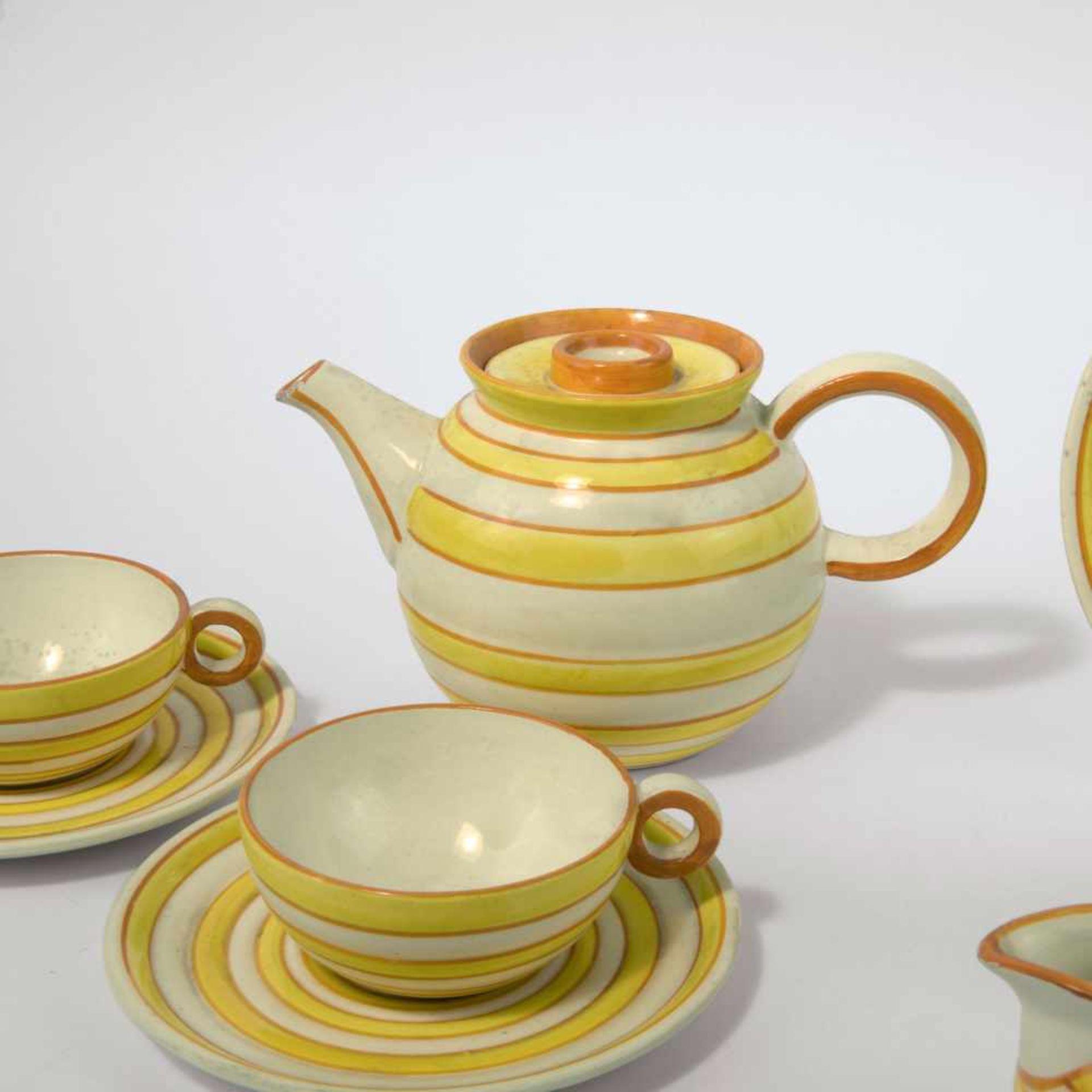 Eva Zeisel-Stricker Teeservice, um 1928 Sechs Teile. Teekanne: H. 12,7 cm; Milchkanne: H. 7,5 cm; - Bild 6 aus 6
