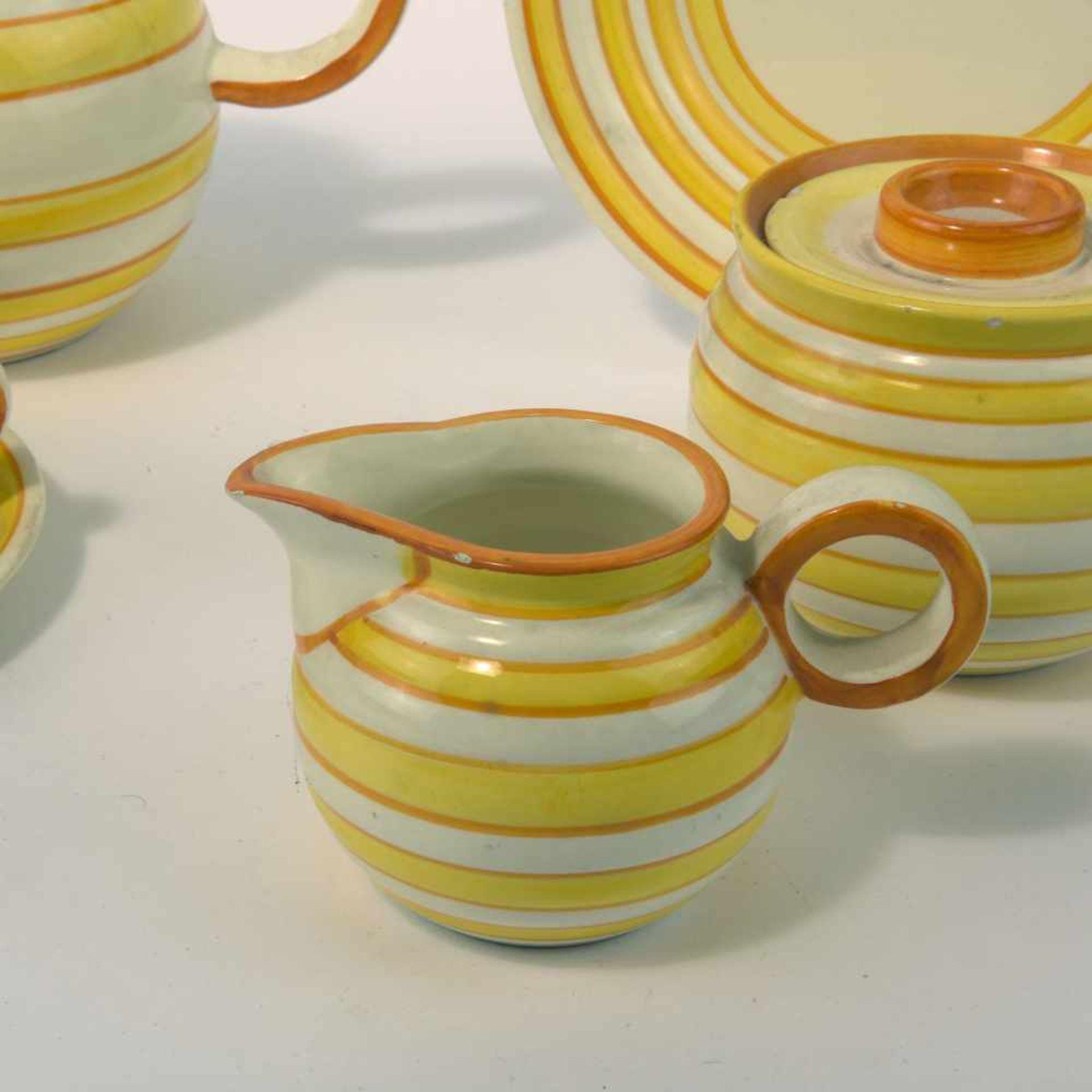 Eva Zeisel-Stricker Teeservice, um 1928 Sechs Teile. Teekanne: H. 12,7 cm; Milchkanne: H. 7,5 cm; - Bild 4 aus 6