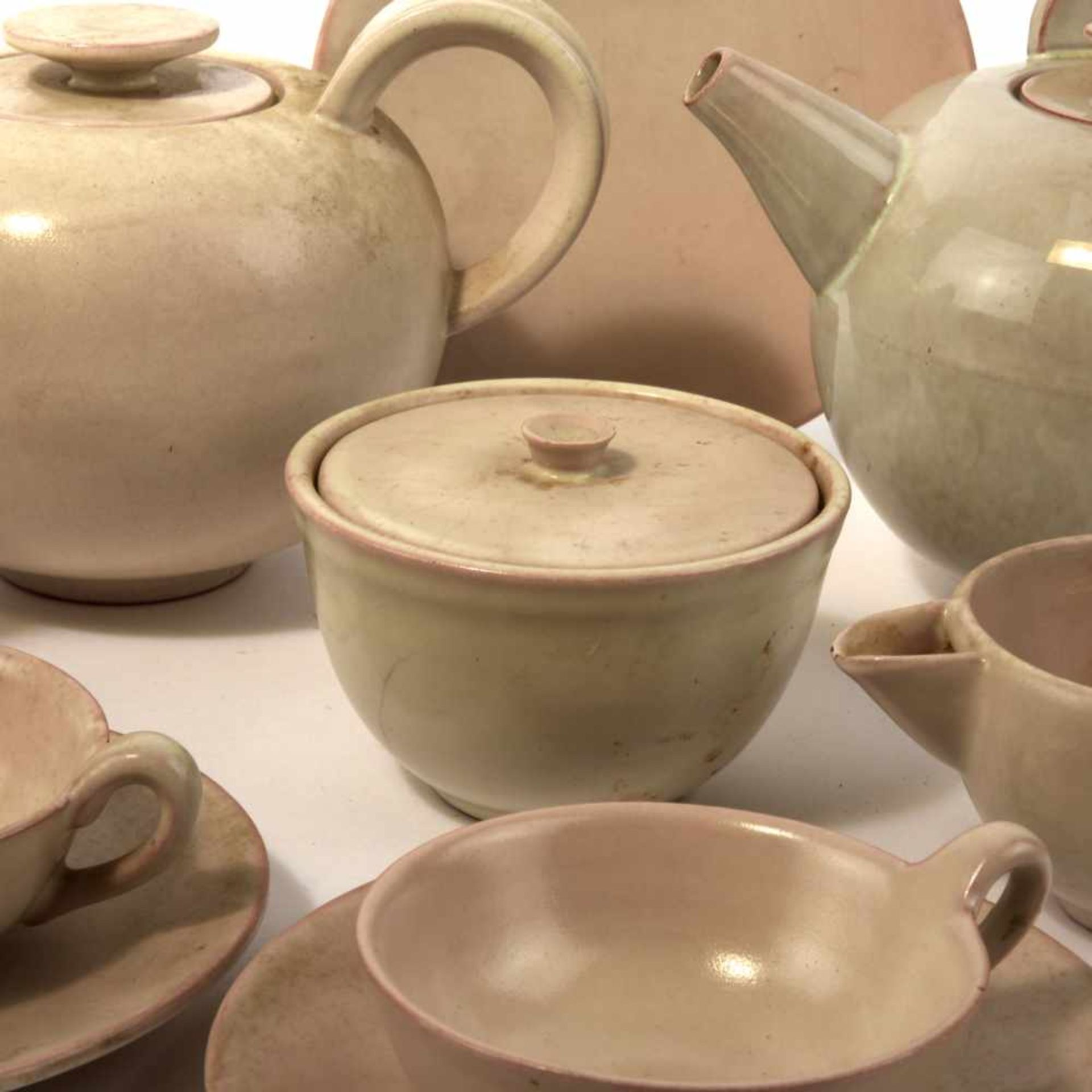 Los 18 - Otto Lindig Teeservice, 1920-25 16 Teile. Teekanne mit Henkelvorrichtung: H. 16,3 cm; Teekanne: H.