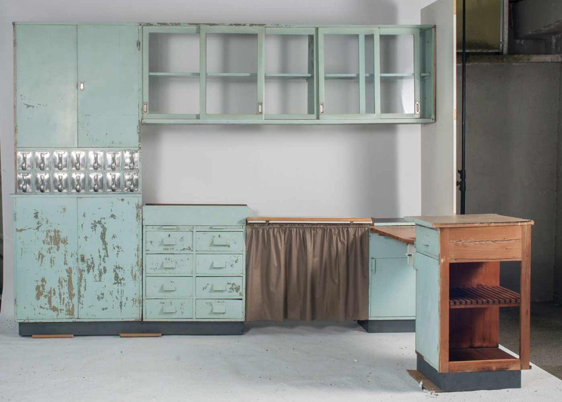 Margarete Schütte-Lihotzky'Frankfurter Küche' aus der Ernst-May Siedlung, Frankfurt Niederrad, - Bild 16 aus 20