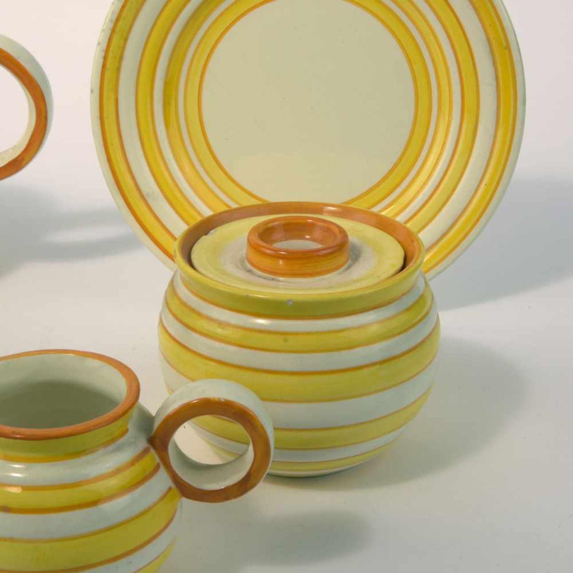 Eva Zeisel-Stricker Teeservice, um 1928 Sechs Teile. Teekanne: H. 12,7 cm; Milchkanne: H. 7,5 cm; - Bild 5 aus 6