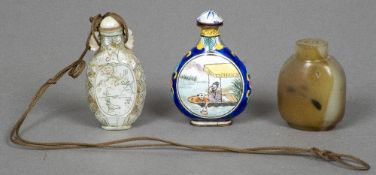A Chinese carved mother-of-pearl snuff bottle With agate stopper,