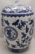 A Chinese blue and white porcelain lidded vase