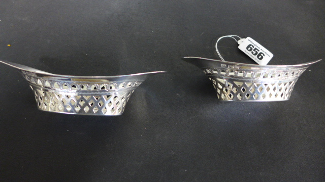 Lot 656 - Two Hallmarked Silver Oval Form Pierced Dishes - approximately weight 2 troy oz - both in good