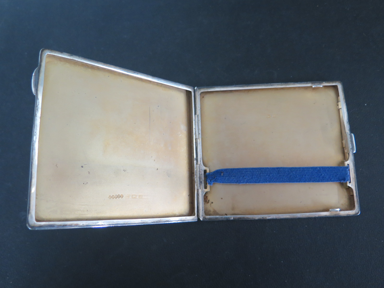 Lot 647A - A silver cigarette case - weight approx 3.