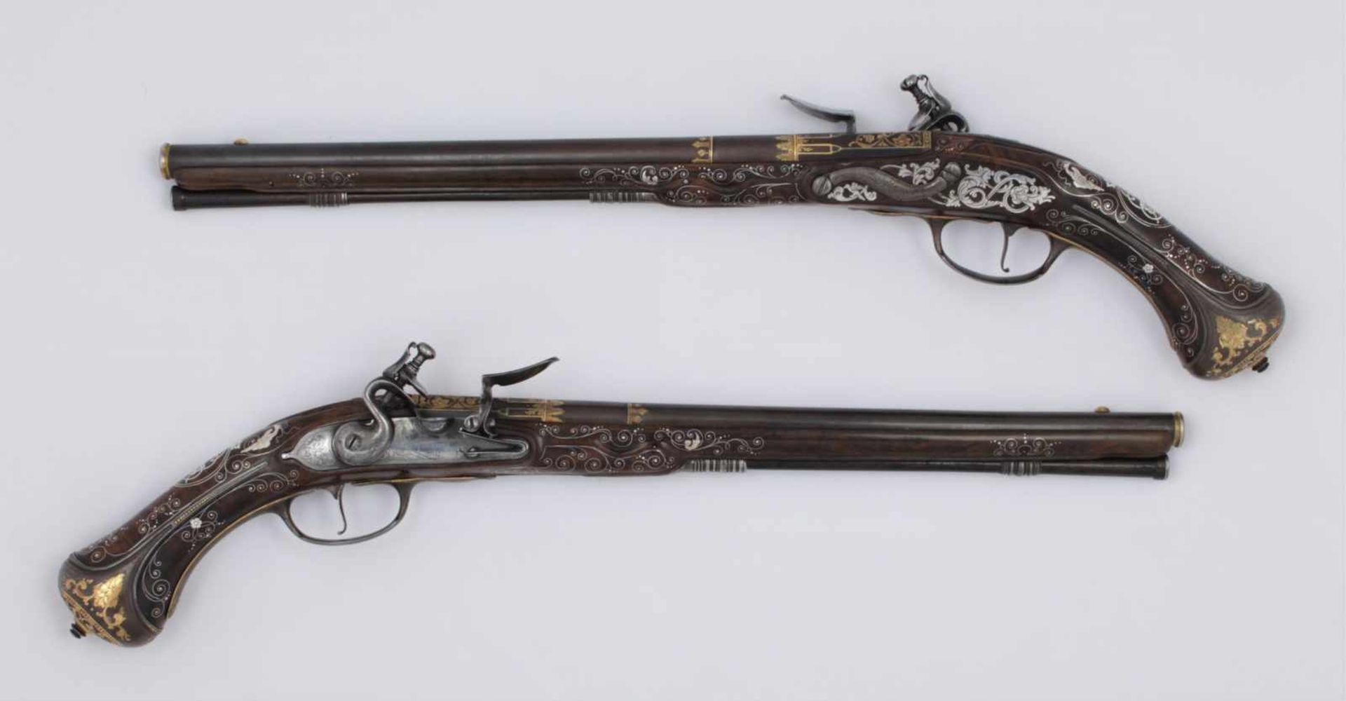 Los 45 - A pair of luxurious flintlock pistols La Marre A VIENNE Date: circa 1680 Guns decorated with