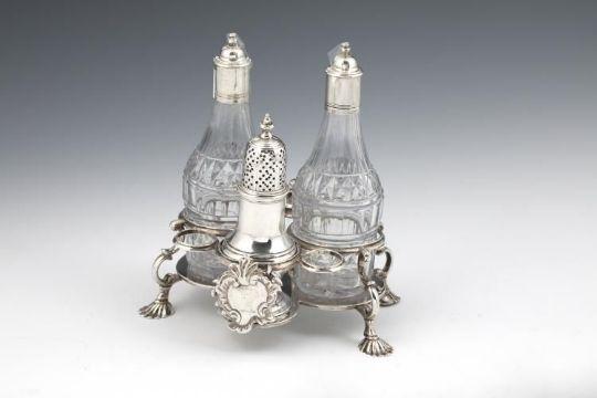 Engels Antiek Zilver.Engelse Zilveren Tafelset Antiek Engels Zilveren Olie En Azijnstel