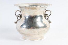 Zilveren kwispedoor. H: 8.5 cm. Gewicht: 125 g.