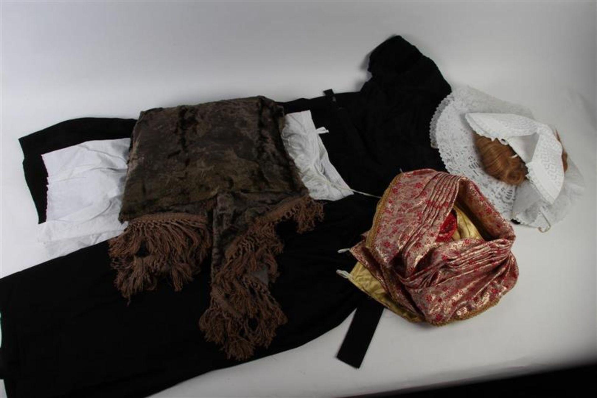 Los 9 - Diverse kledingstukken van de Walcherse vrouwendracht.