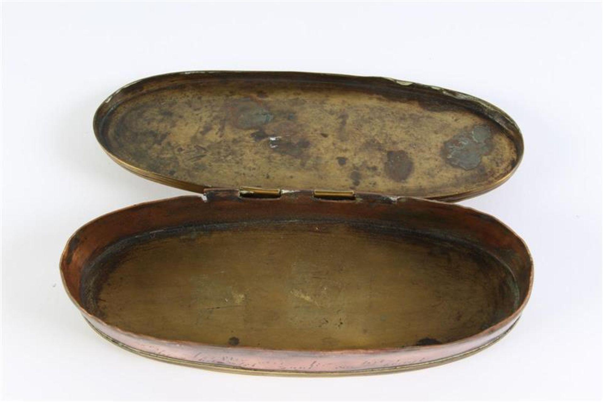 Los 22 - Geelkoperen tabaksdoos L: 15 cm.