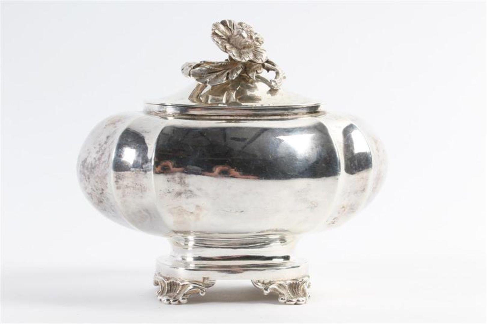 Los 18 - Set van suikerpot en melkkan, 19e eeuw, Hollands gekeurd. Gewicht: 456 g.