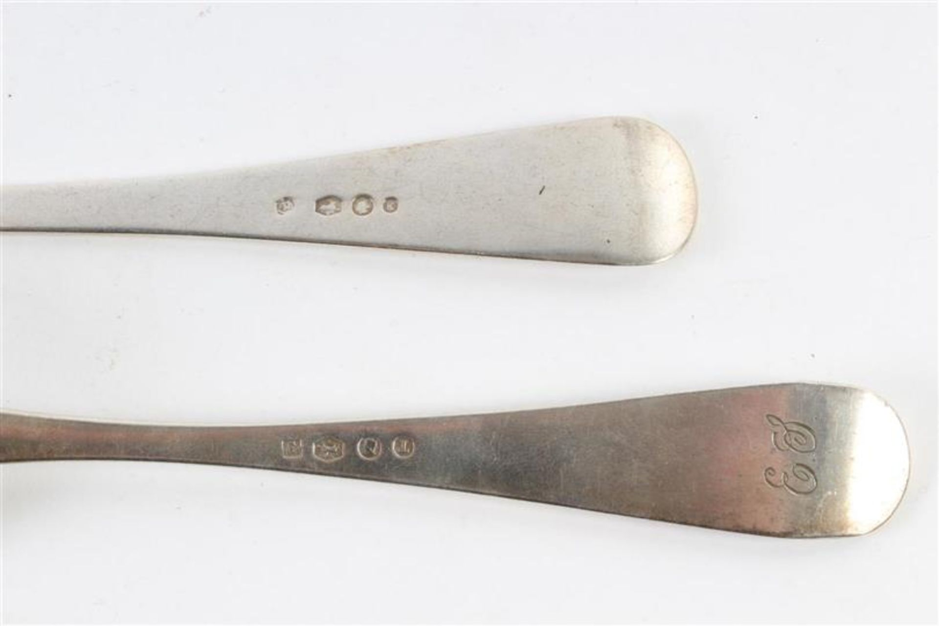 Los 30 - Divers zilveren bestek en dienbestek. Gewicht: 620 g.