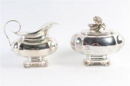 Set van suikerpot en melkkan, 19e eeuw, Hollands gekeurd. Gewicht: 456 g.